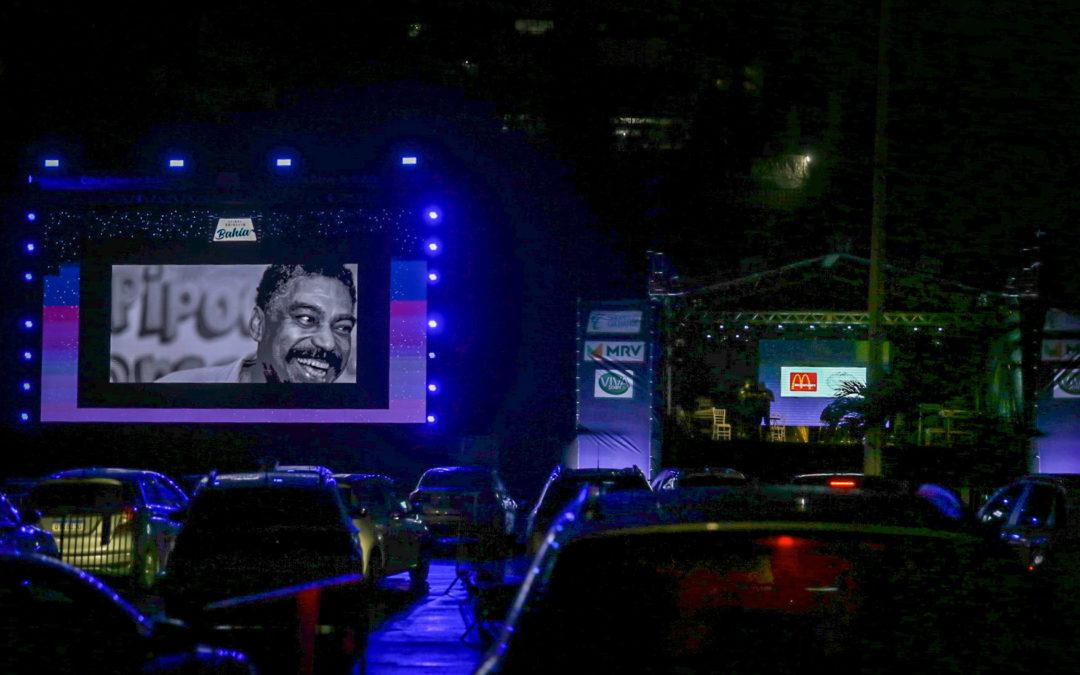 Público agora tem a opção de curtir shows e espetáculos fora dos carros nos Drive-Ins