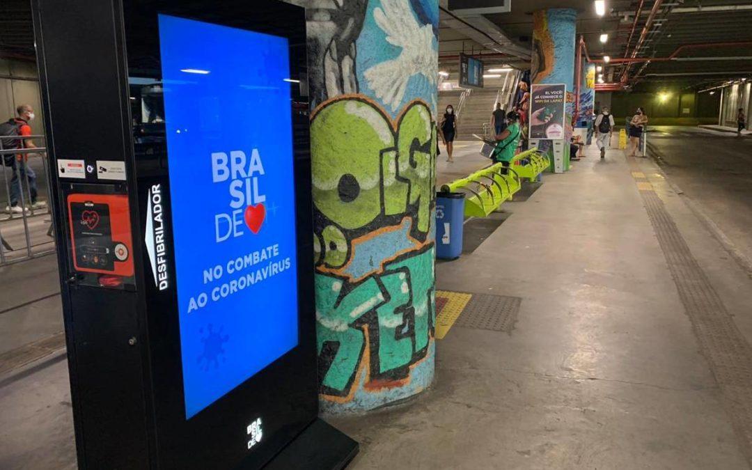Brasil de Coração instala totens digitais com desfibrilador externo automático na Estação da Lapa